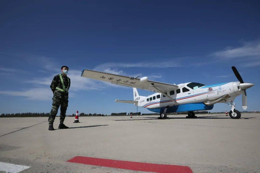 阿鲁科尔沁--通辽短途运输线路试飞成功!
