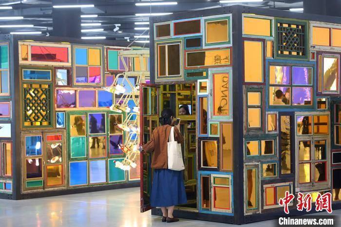 世界各地当代艺术作品亮相南京金鹰美术馆