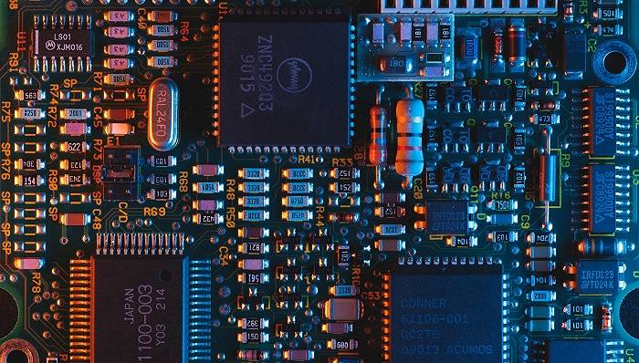 芯片业抢人大战:猎头爆单,有公司被挖空