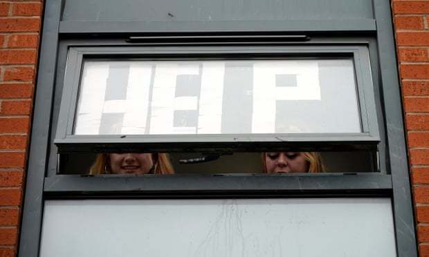 英国高校疫情态势紧张教育部长:正在努力应对,争取让学生平安返家度圣诞假期