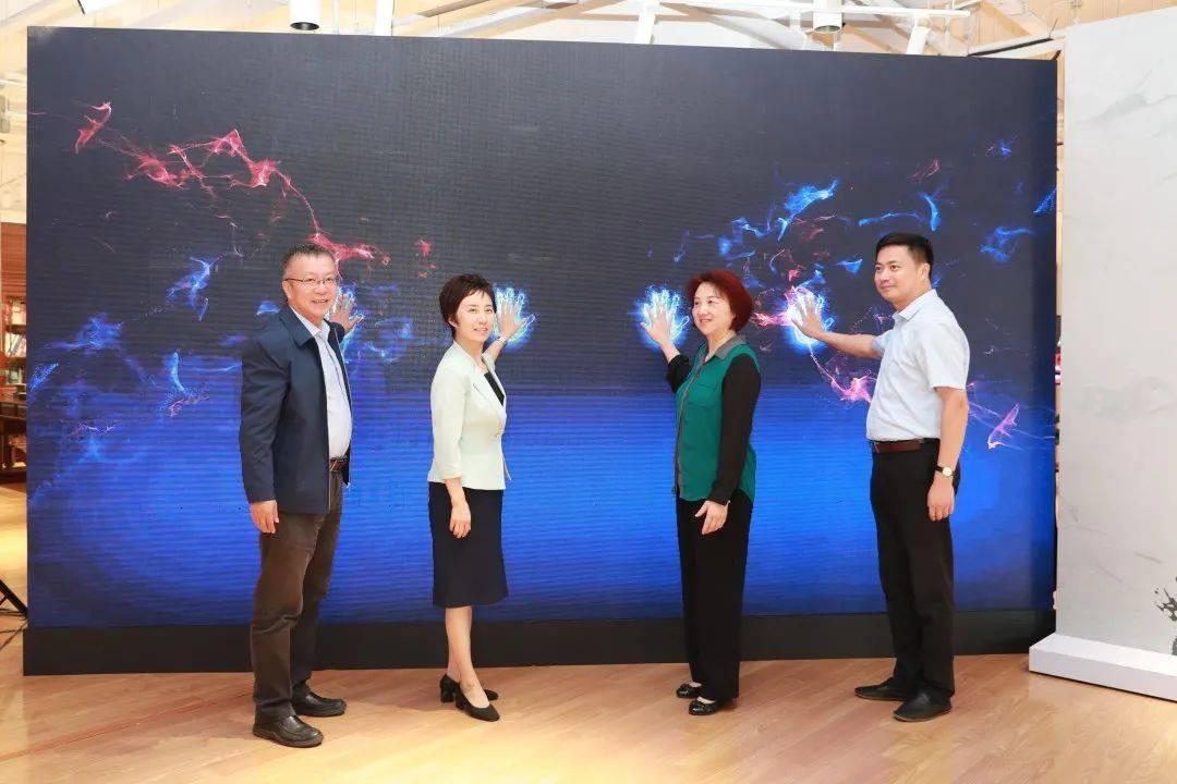 钟扬离开三年,有关他的纪念室在复旦大学生命科学学院揭幕