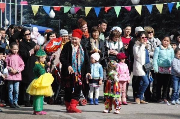 哈萨克斯坦人口_哈萨克斯坦历年青壮年和逐渐进入的劳动年龄段(15至64岁)人口