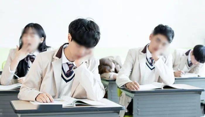 【有声】韩国调查显示:韩国青少年的睡眠时间与家境有关