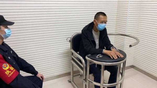 男子盗窃旅客手机后逃跑 却因一顶鸭舌帽暴露了