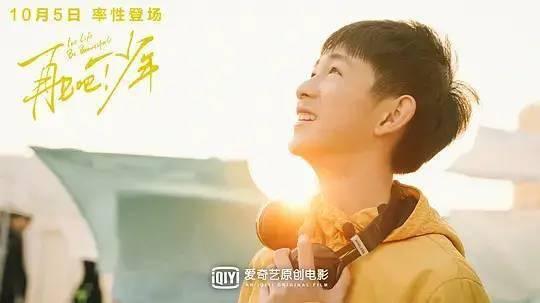 王越阳还有很出名的作品,叫《我也可以是流浪诗人》,里面是这么写的