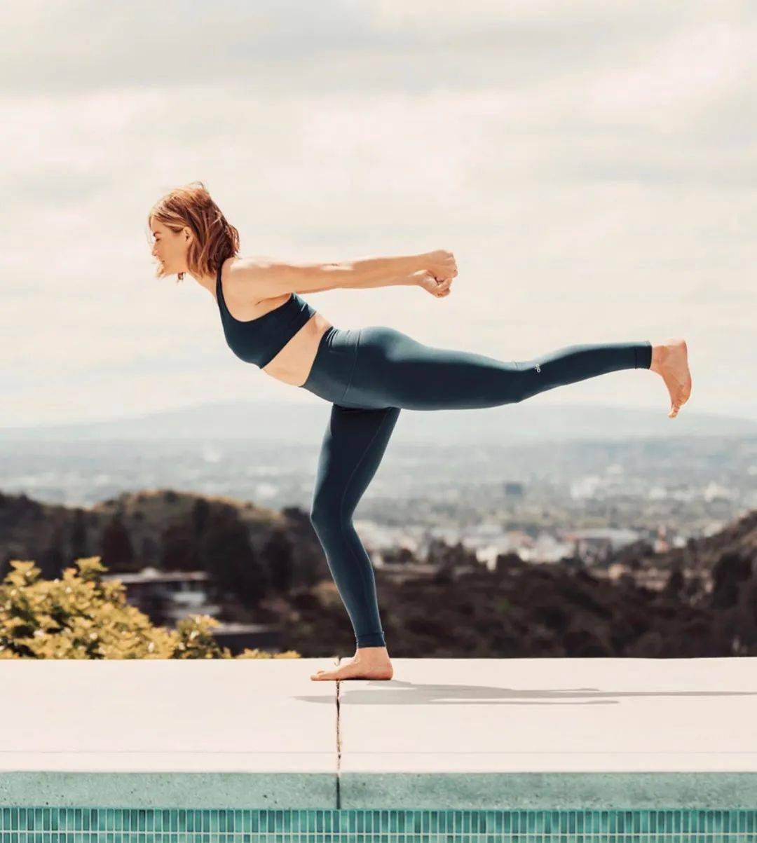 7 个简单的瑜伽体式,灵活脊柱,越活越年轻!