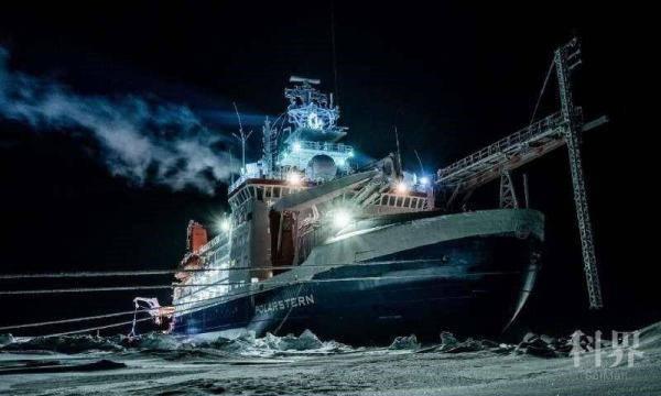 """最大北极科考团带回""""北极冰濒临消失""""新证据"""