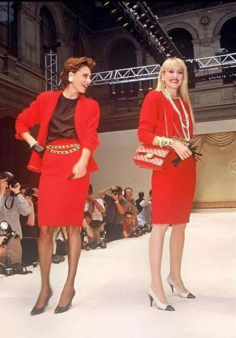 穿红色的女人,一眼万年