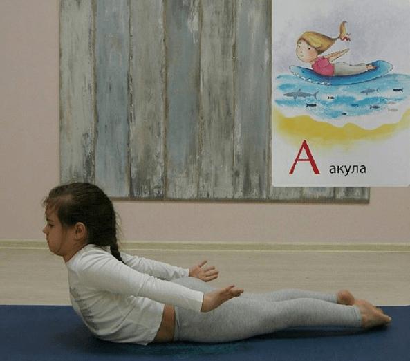 扎心了,练了多年瑜伽竟然被10 后轻松碾压...