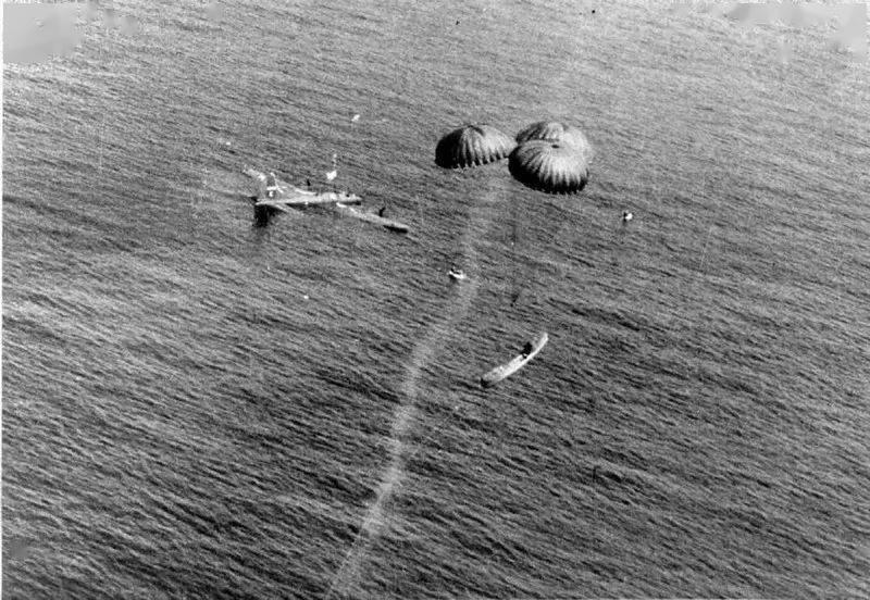 为救生艇插上翅膀,小谈各国空投式海空救援设备发展(英美篇)     第7张