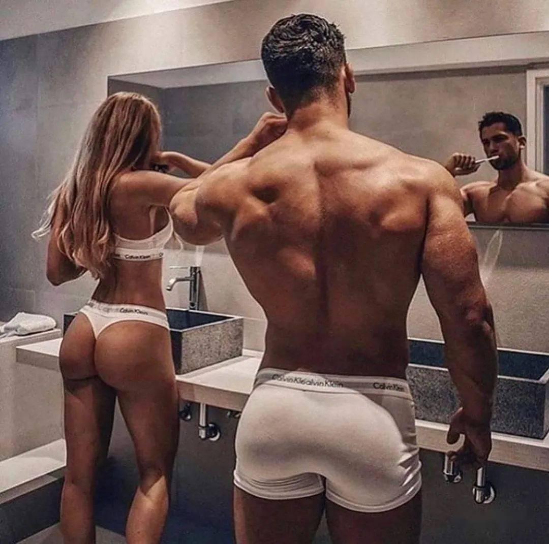 爱裸的翘臀肌肉男,如何才能穿出性感?