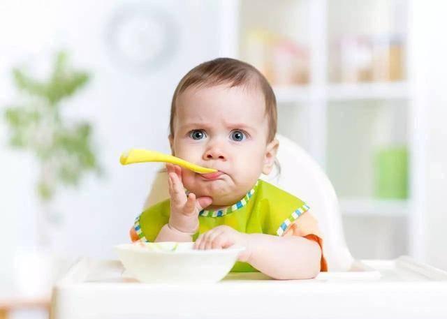 儿科专家多次强调:宝宝一岁前,有一样辅食不能喂,父母还没发现
