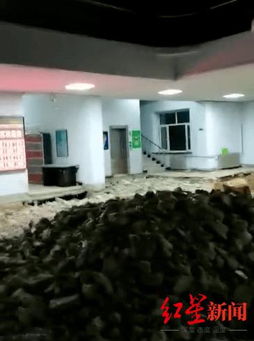 哈尔滨双城区回应政府大楼一楼塌陷:因雨太大地板塌落,无伤亡