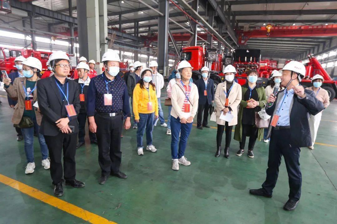 荆州党代表、人大代表到石化机械四机公司观光