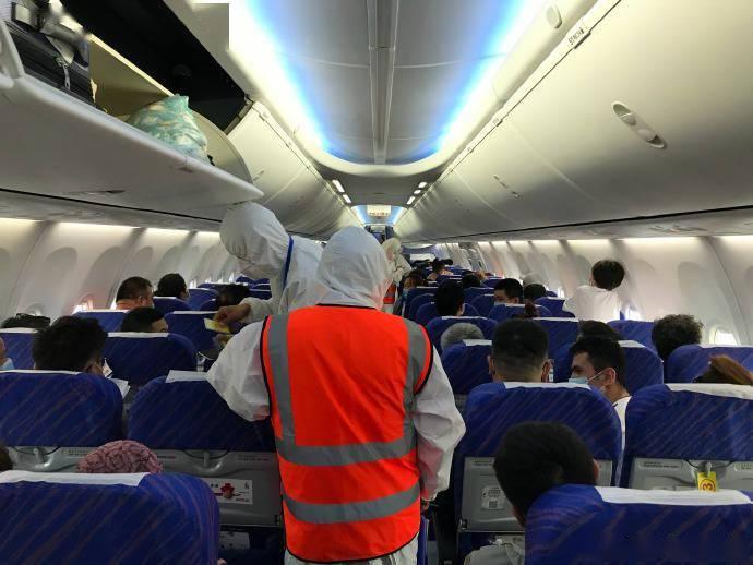 每经23点丨新疆喀什地区机场运营已恢复正常;王立科成今年第17位被查中管干部;强生公司将恢复在美新冠疫苗临床试验