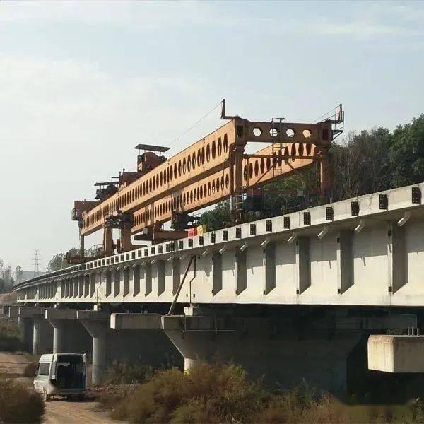 武汉新港江北铁路柴泊大道特大桥全线架通