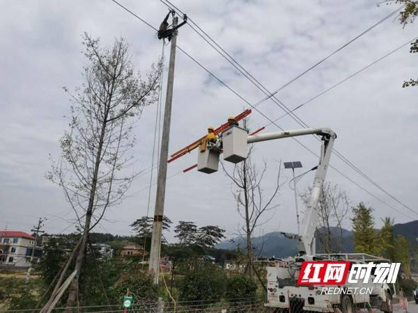 """""""能带不停""""电力施工 只要具备带电作业条件的就不停电"""