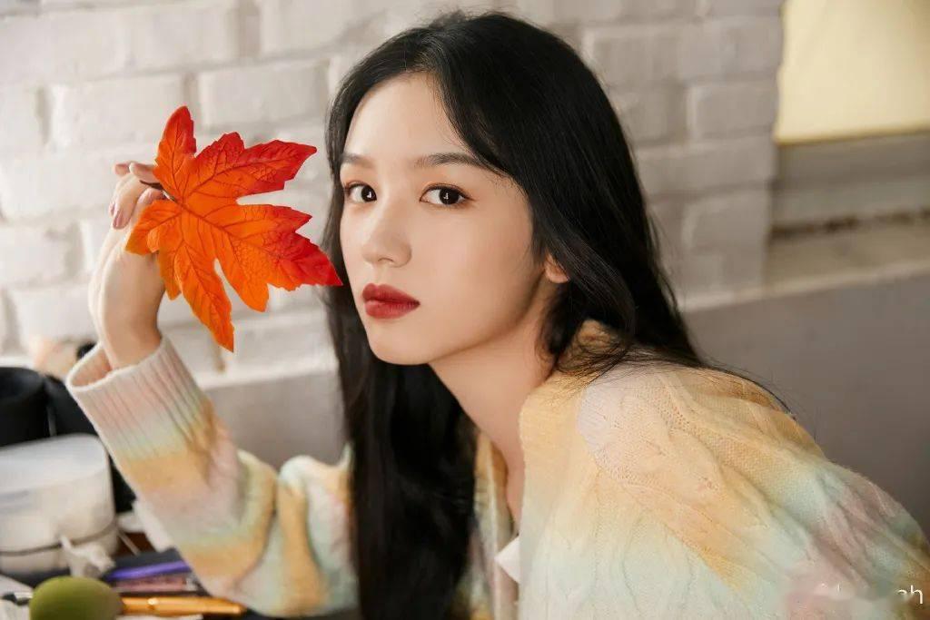 秋冬的枫叶水光妆,灵感来自周也小仙女!