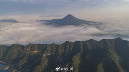江西武宁:云海仙境再现柳山景区
