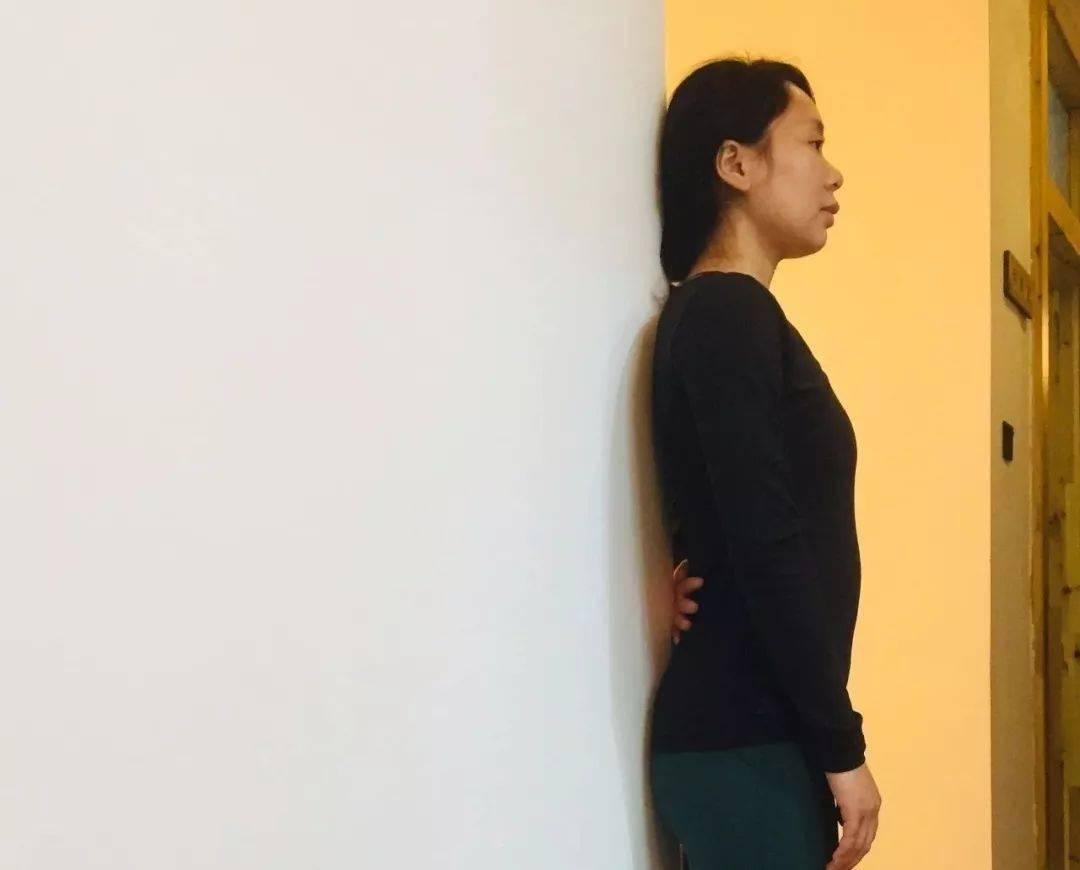 """练瑜伽,如何简单的评估骨盆""""前倾/后倾,前移/侧移""""?"""