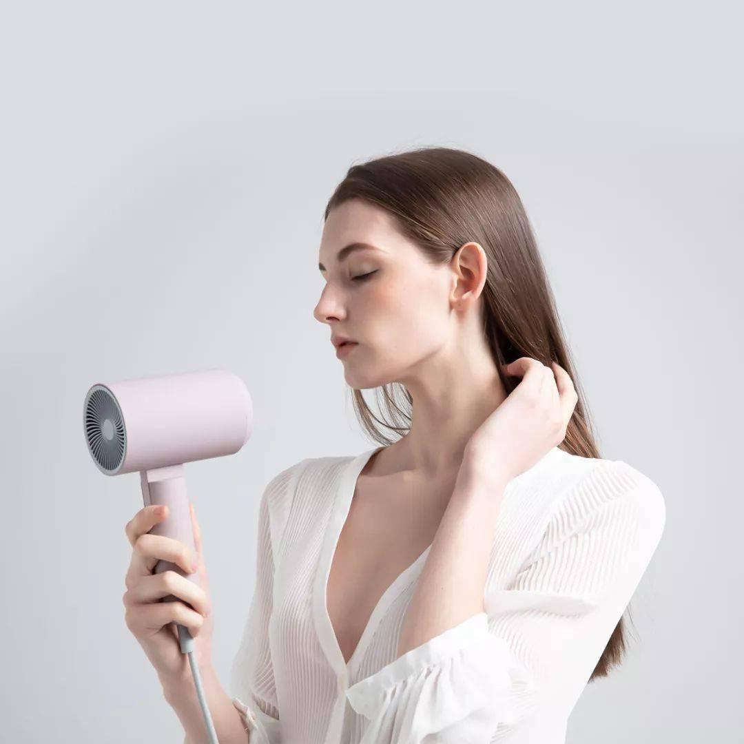 不伤发,三分钟速干,堪称换头的速干护发新体验!
