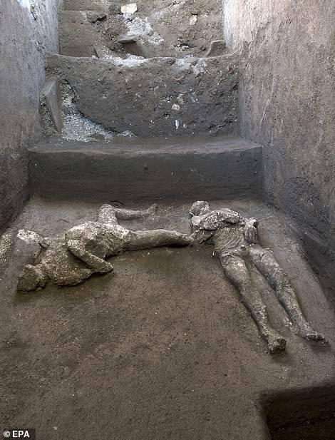 两千年前庞贝别墅惊现富豪和奴仆遗骸,被维苏威火山爆发掩埋
