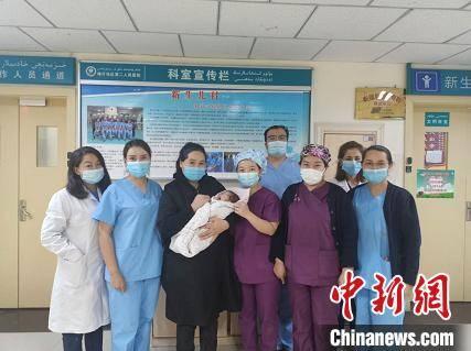 """上海专家为边疆送去精湛医术 带医生开创当地""""先河"""""""