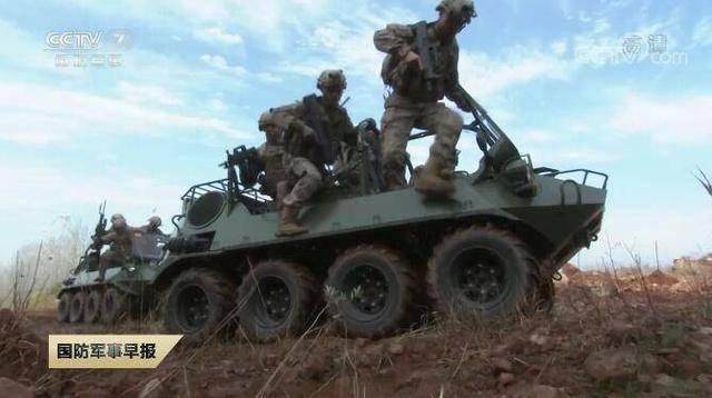 东部战区特战队演练山地追剿:山猫开