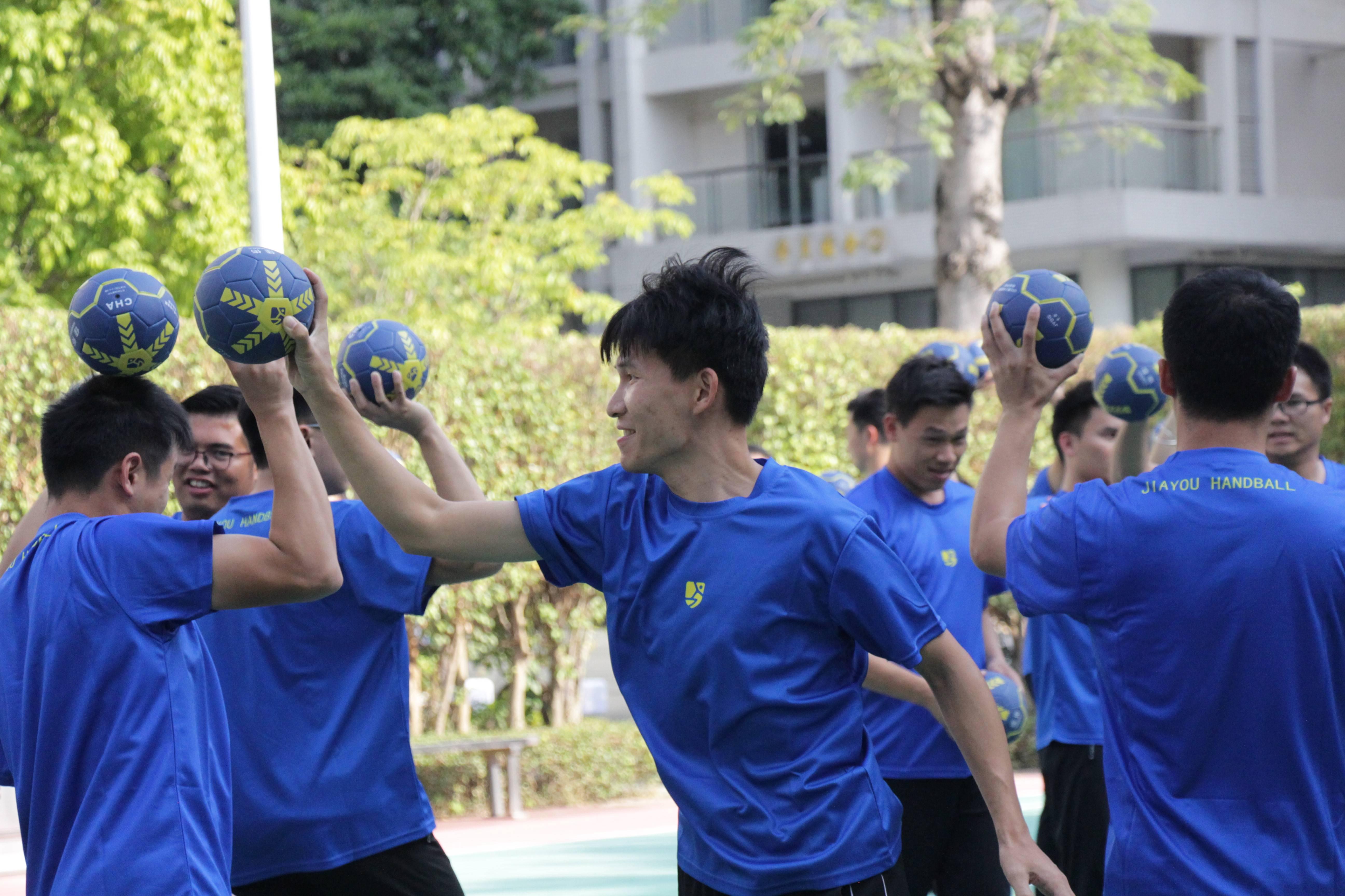 手球运动将走进东莞小学,体育教师集中接受手球培训