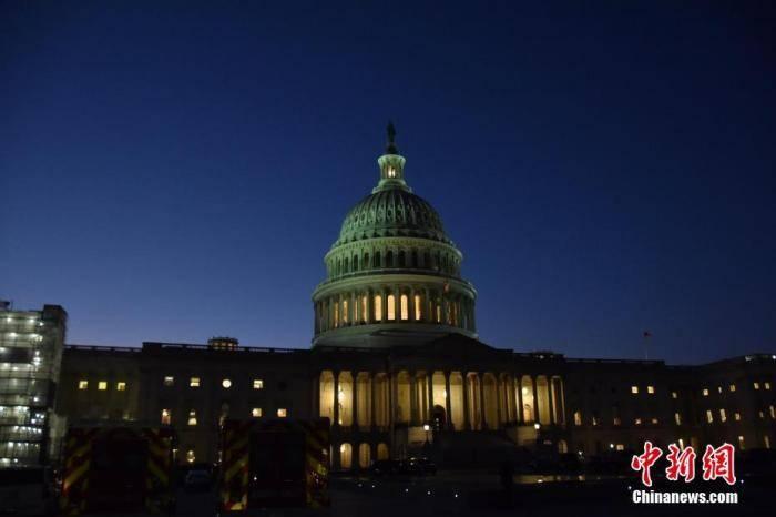 """美众议院通过临时预算案以避免政府""""关门"""""""