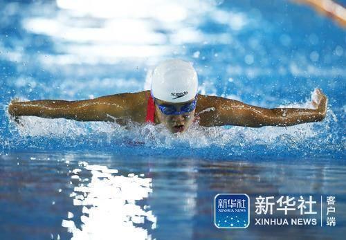 全民健身——北京市中小学生游泳公开赛举行