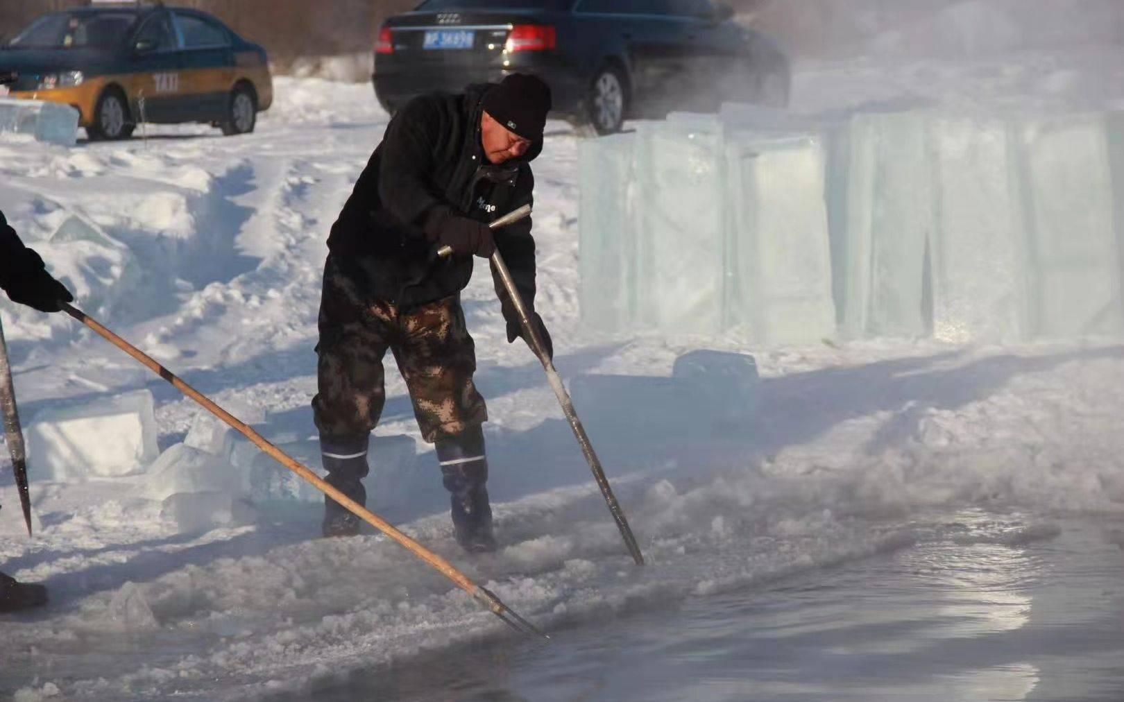 漠河300余人历时近一个月采冰 6万块冰搭建出冰雪童话世界