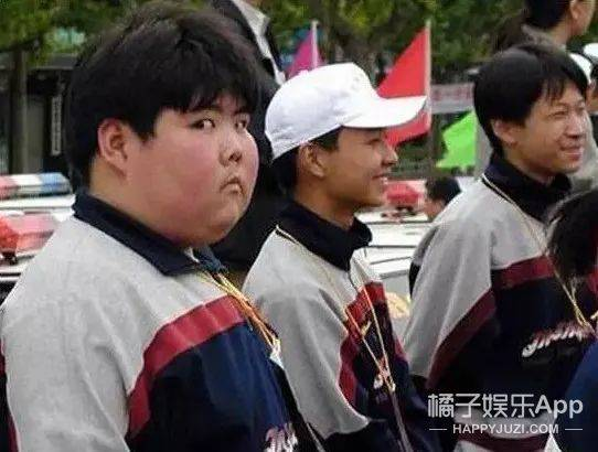 还记得这张照片里的小胖吗?他现在是家咖啡店的老板?