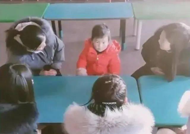 天太冷,幼儿园只来了一个娃!独享5名老师团宠,感动又不敢动