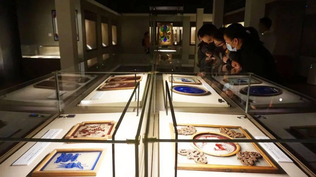 """国内首个""""满洲窗""""专题展在广州博物馆展出!"""