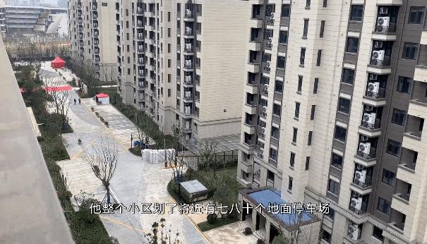 宁波一小区精装房台板脱落,大理石断裂…业主们拒收新房,现场还发生了肢体冲突!