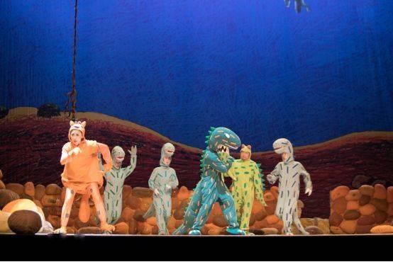 大型恐龙主题实景童话剧《你看起来好像很好吃》绘本上的故事来看吧!  第11张