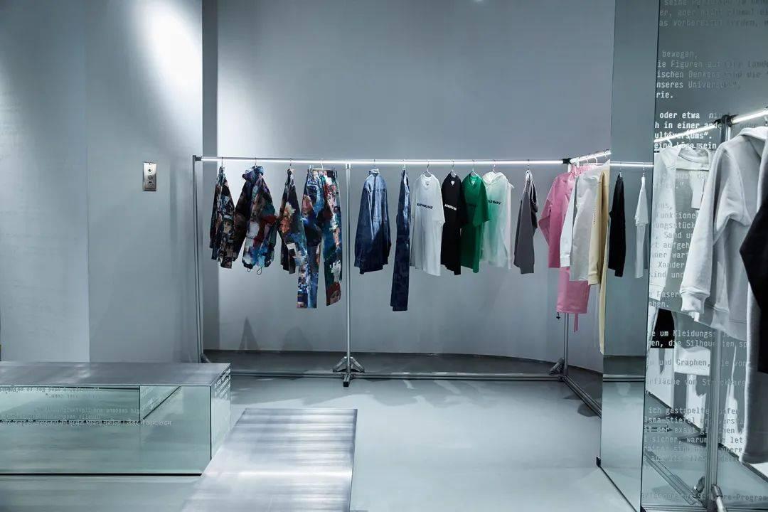Fashion Weekly   周扬青推出个人美妆品牌、香奈儿涨价迅猛,爱马仕表现稳健