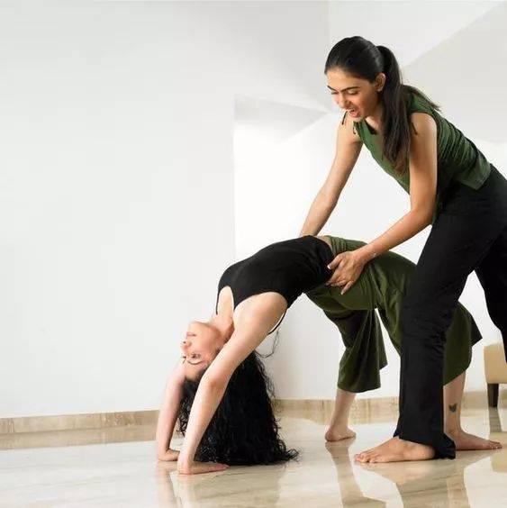 傻子才会买瑜伽私教???_指导