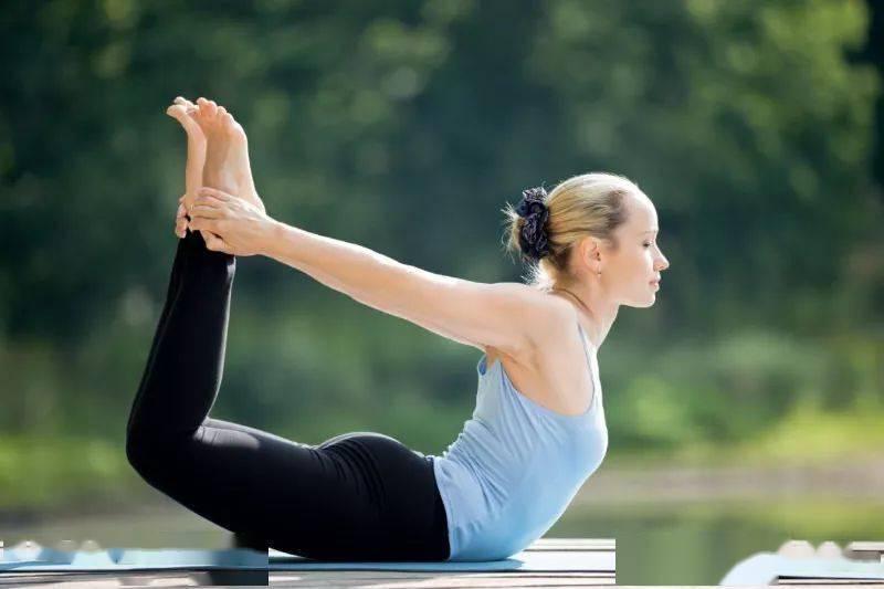 8 个简单的瑜伽体式,美背减龄提升气质!