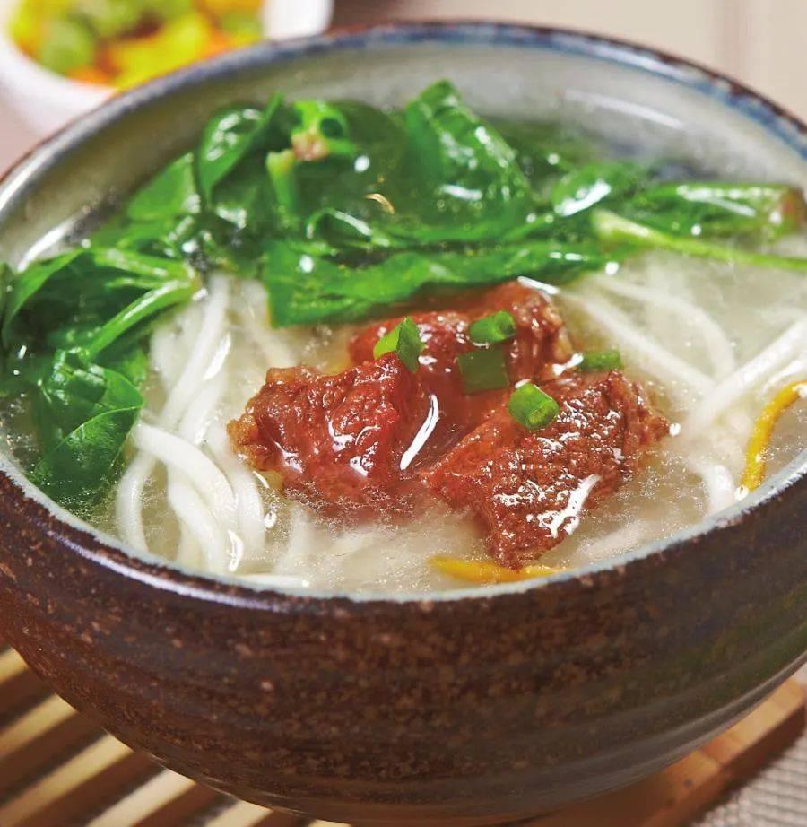 早餐来这样一碗热汤面,吃一口面,喝一口汤,一碗下肚,全身都暖和