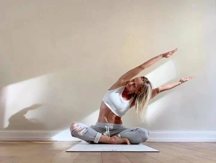 练瑜伽,小腹凸出难看减不掉?这6个减小腹的动作要常练!_腹部
