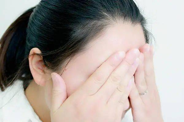 """山西:女子护肤有心,结果却""""烂脸""""了!这种面膜不要再使用…  第2张"""