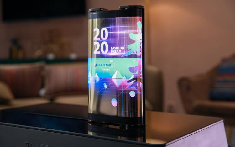TCL 展示两款滚屏 OLED 面板