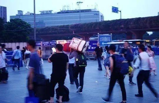 广西等24省区倡议就地过年,春节你打算在哪儿过?