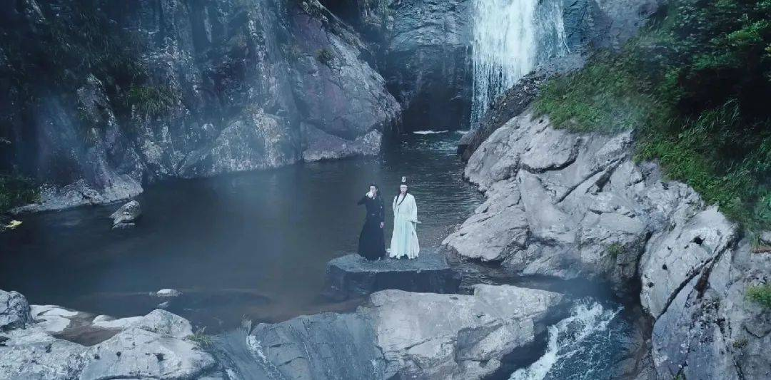 """仙境无疑!金华惊现""""冰瀑布"""",壮观又迷人,美不胜收!"""