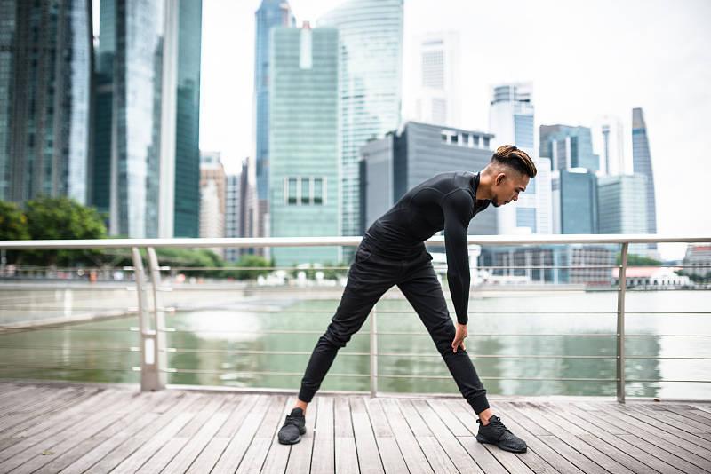 重视拉伸的人,总是可以在较短的时间内,练出强大的肌肉_动作