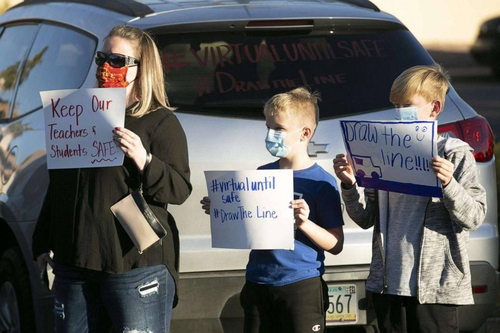 美国近230万儿童确诊新冠!美国多地教师罢工,抗议学校缺乏防疫安全措施