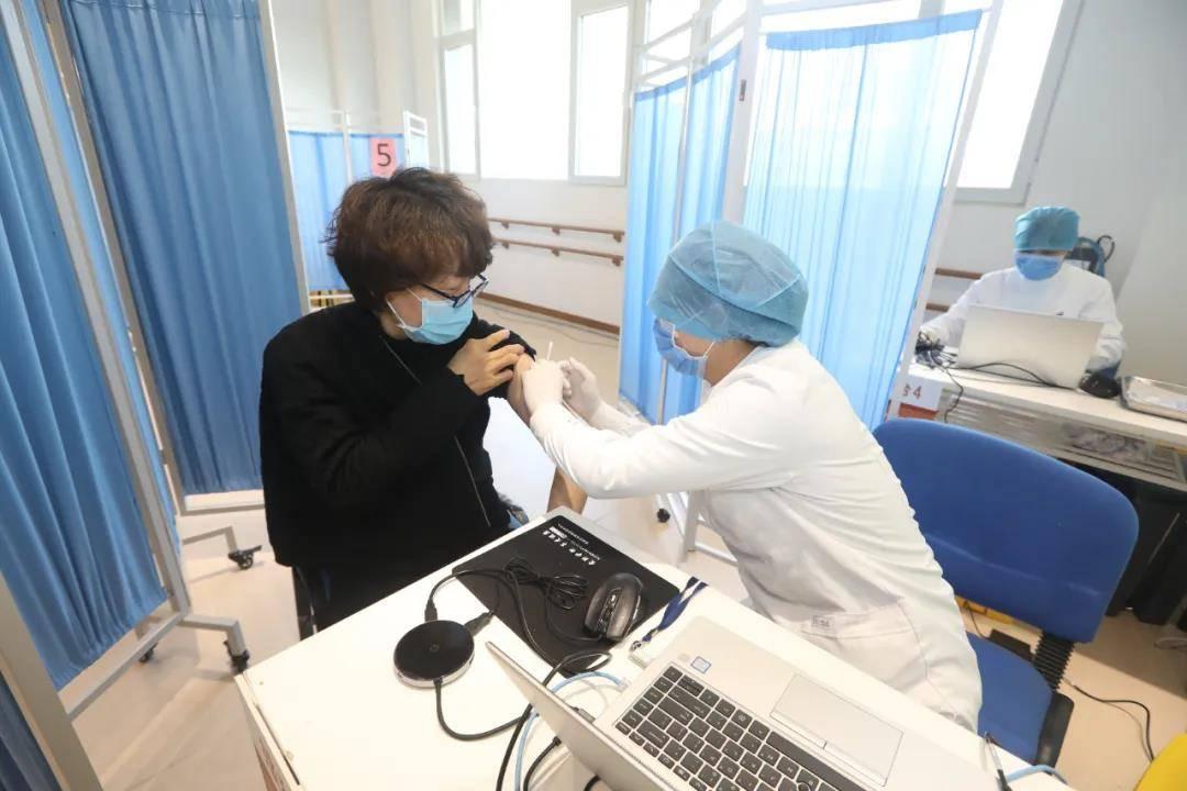 北京西城区主要领导接种新冠疫苗