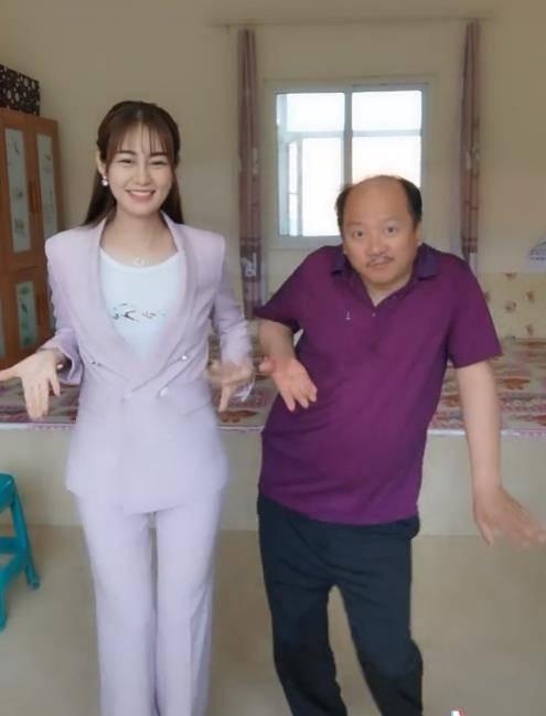 """""""王小蒙""""跳舞被说胖,自嘲腰粗腿短大屁股,嫁富商生俩娃生活滋润"""